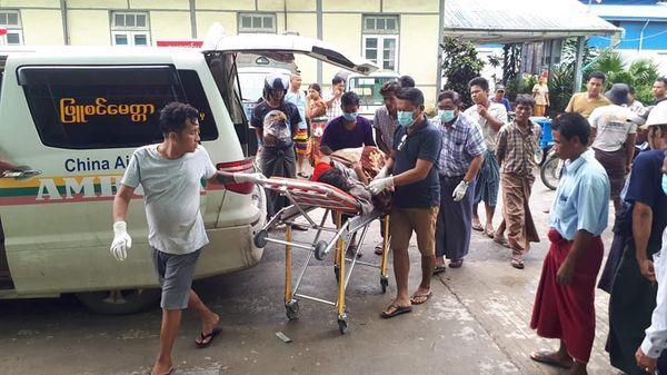 若开邦皎道镇一名妇女被炮弹击中受伤