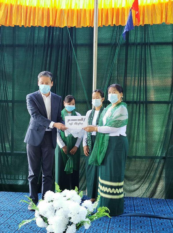 驻缅甸使馆、驻曼德勒总领馆向曼德勒省高中捐赠助学金