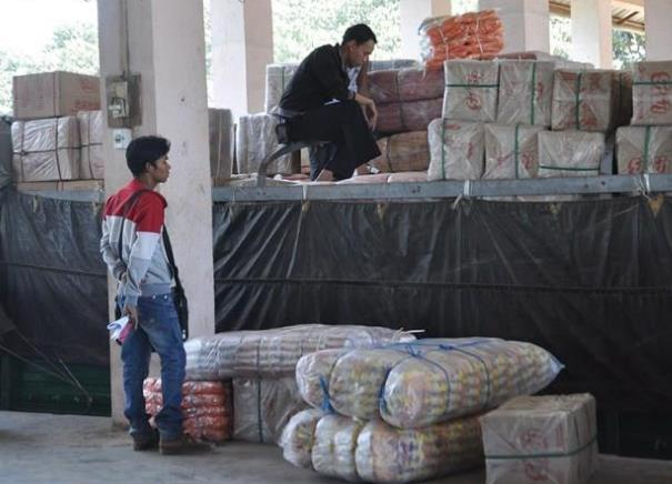 从10月底起中国商人前往木姐进口货物需缴纳保证金