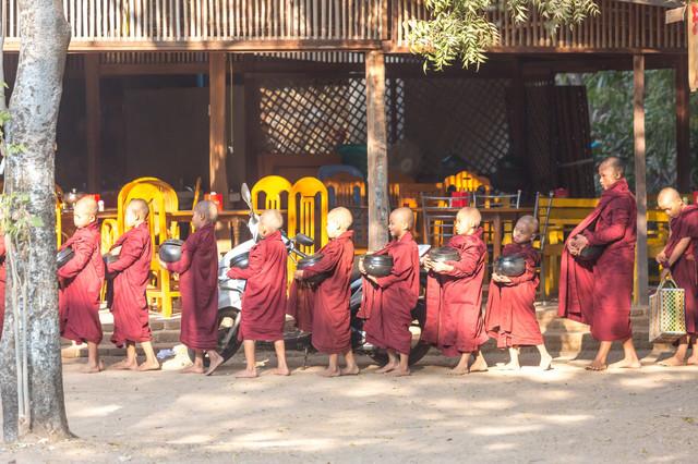 给予才是最大的满足——缅甸的布施文化