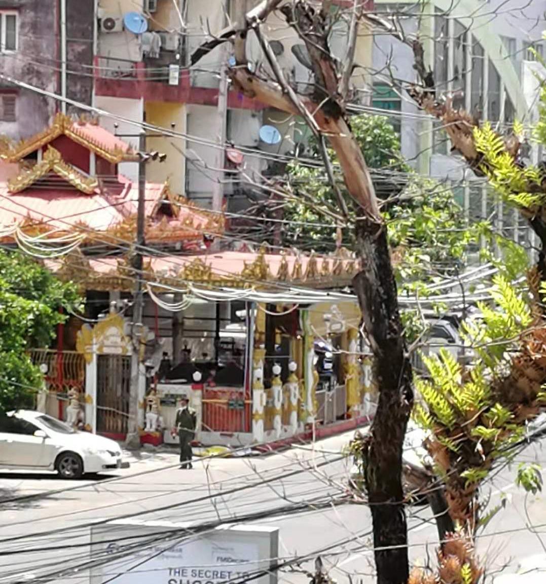 仰光南勃陶镇区一名街区委员会负责人被枪杀 附近一佛坛发生爆炸