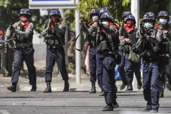 """缅甸政局进入""""互恐""""时代!国际社会要选边站吗?"""