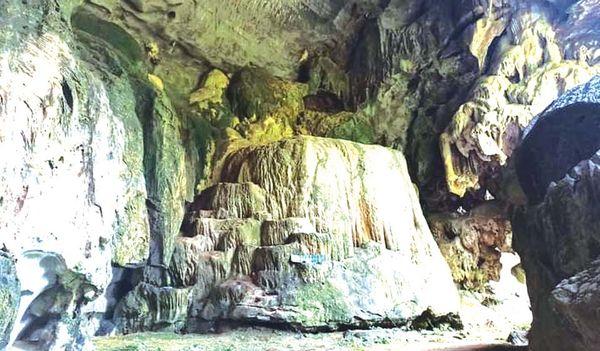 德林达依省区内的一座天然岩洞