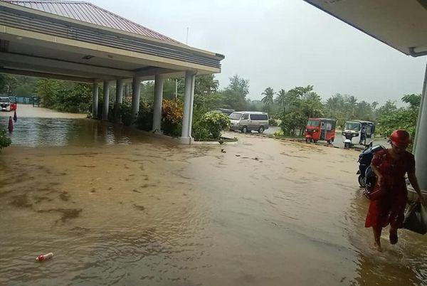 丹兑机场因暴雨后严重积水而临时关闭