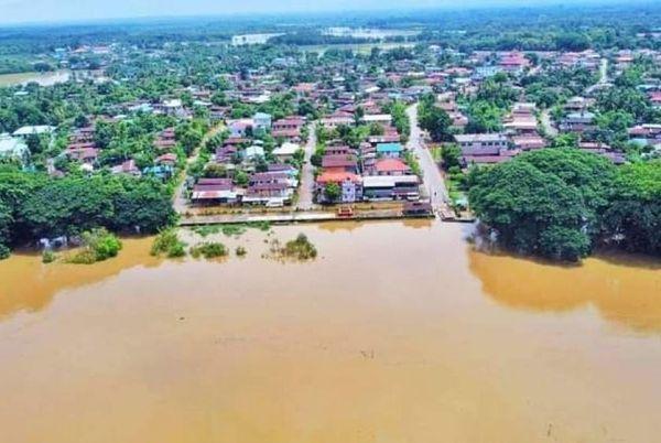 克伦邦贾因色基镇暴雨导致萨密河水泛滥
