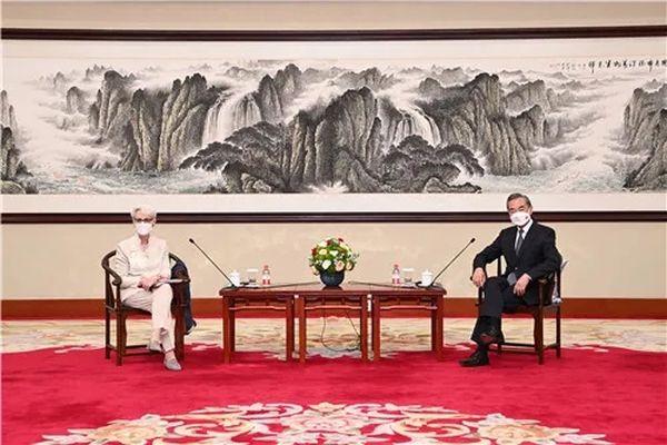 王毅:明确中方对中美关系的三条底线