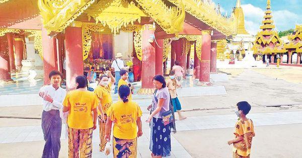 游客们大量进入蒲甘古文化区