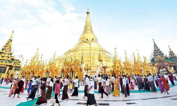 直粦卒点灯节假期期间缅甸各旅游景点游客爆满